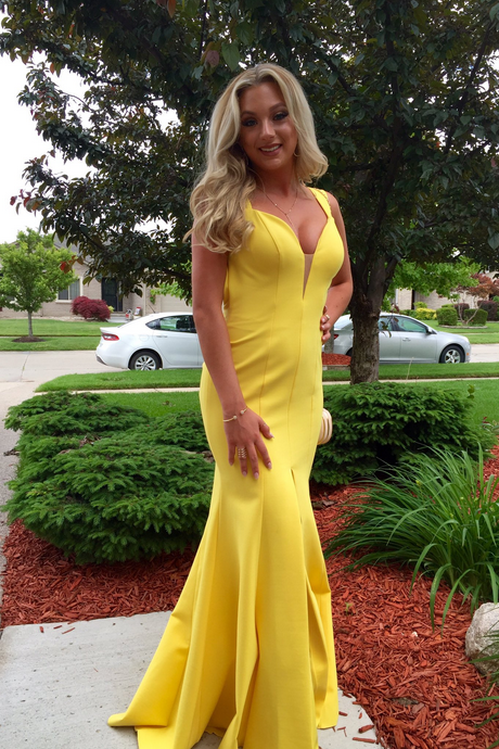 Mermaid Satin Yellow Prom Dresses Halter Neck Women Party Dresses